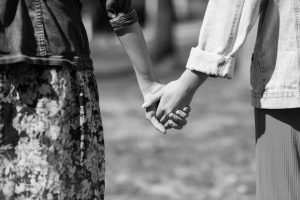 samen hand in hand